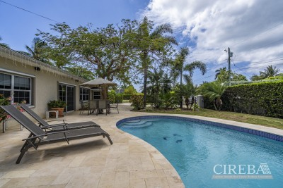 PROSPECT FAMILY HOME - DOUBLE LOT WITH POOL