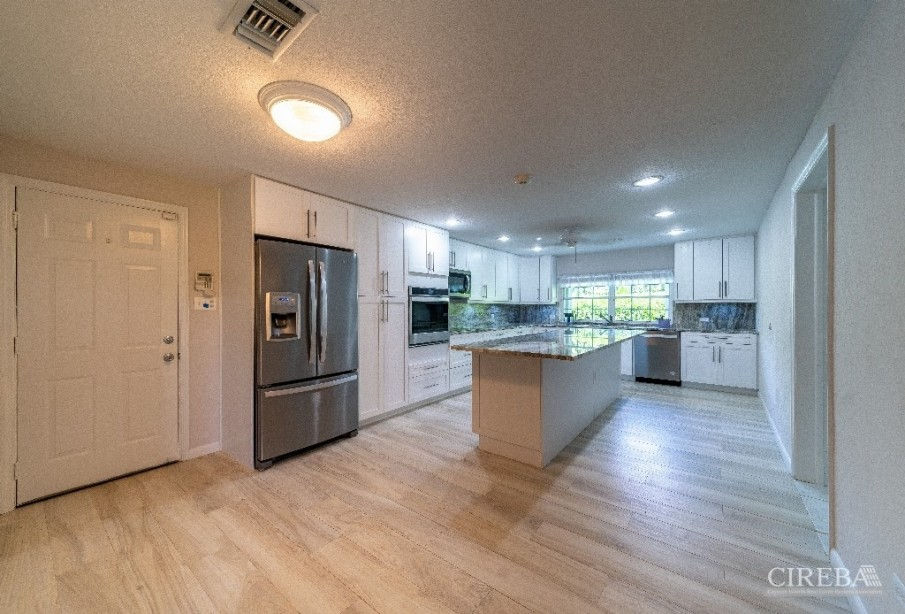 LOTTERY ROAD - NEWLY RENOVATED - LOWER VALLEY - Image 5