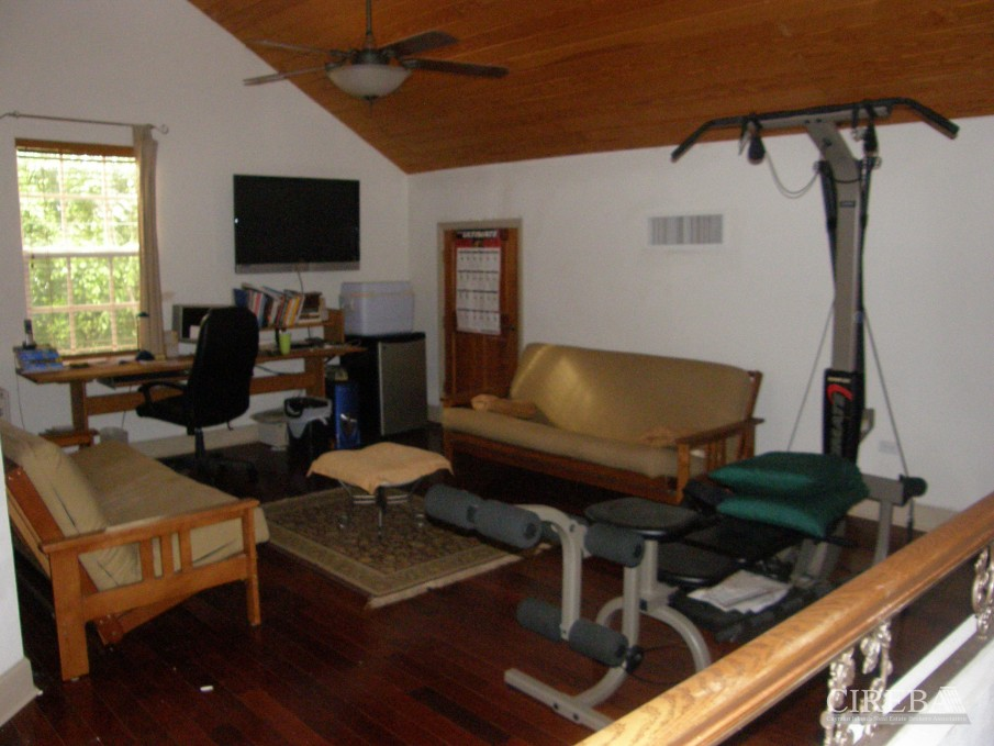 LOWER VALLEY HOME - Image 11