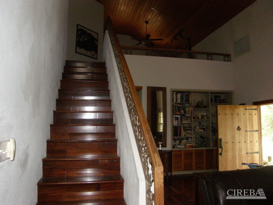 LOWER VALLEY HOME - Image 13