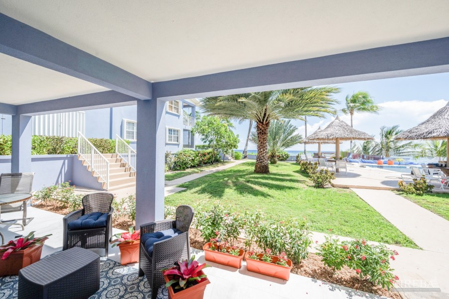 REDUCED! MOON BAY - BEACH FRONT CONDO (VENDOR WILL PAY 1ST YEAR STRATA & INSURANCE) - Image 10