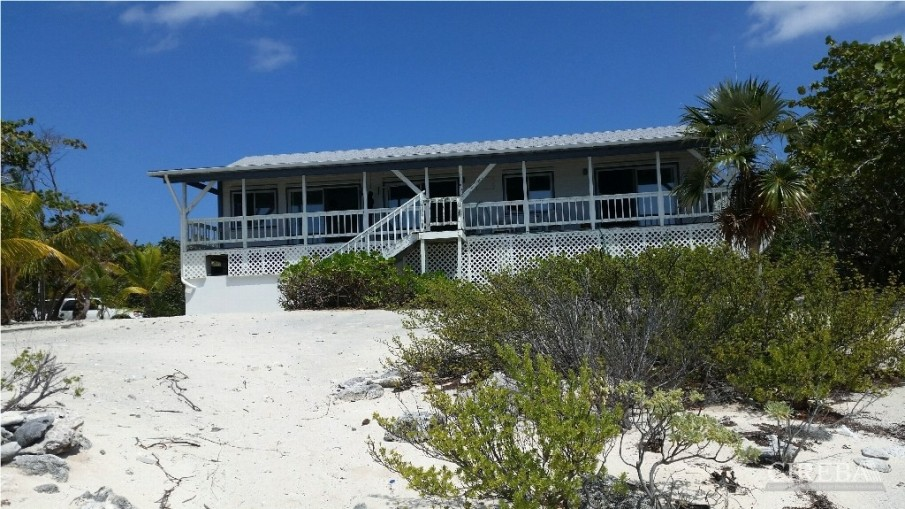 PRESTON BAY BEACH FRONT HOUSE - Image 5