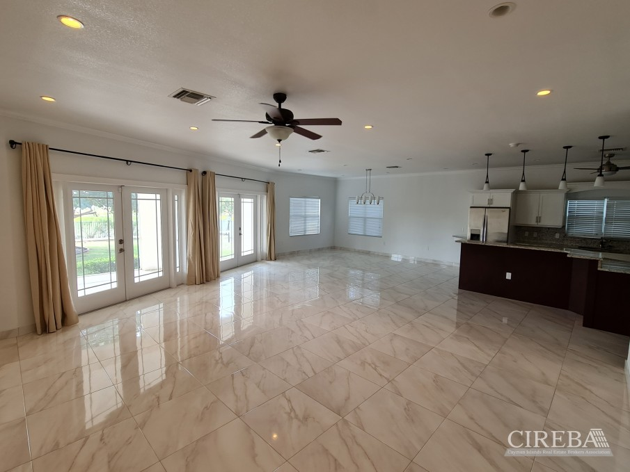 SPACIOUS 4 BED HOME IN THE SHORES - Image 4