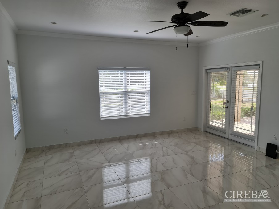 SPACIOUS 4 BED HOME IN THE SHORES - Image 6