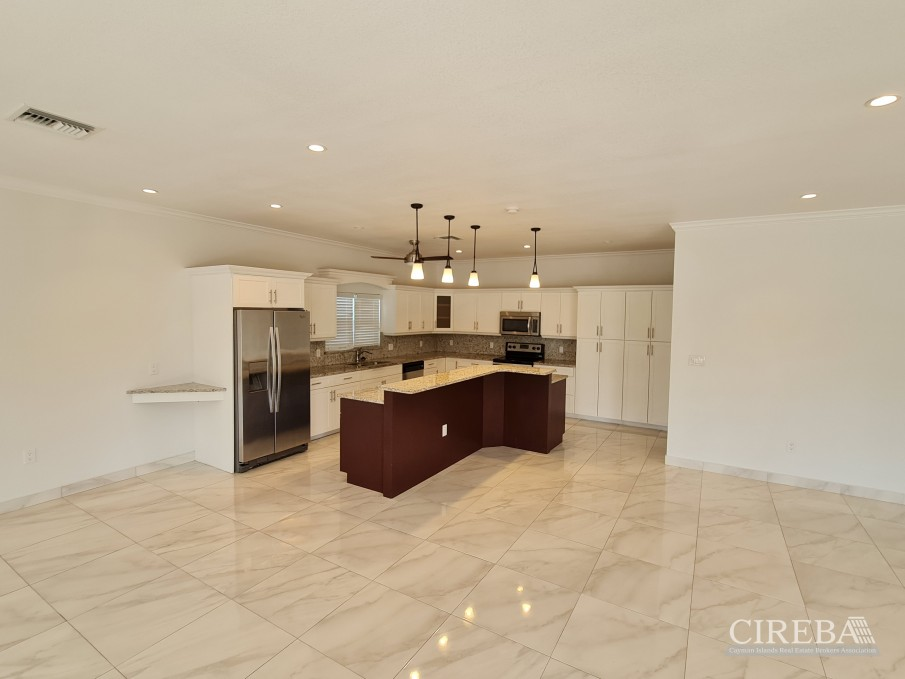 SPACIOUS 4 BED HOME IN THE SHORES - Image 5