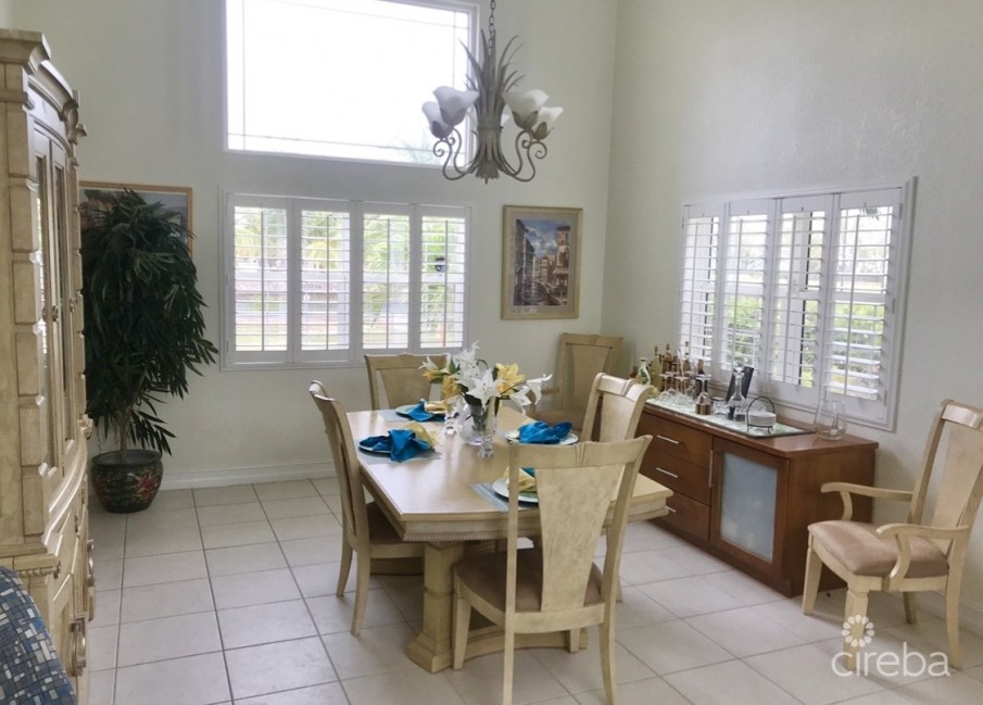SUNRISE LANDING EXECUTIVE CANAL FRONT HOME - Image 4