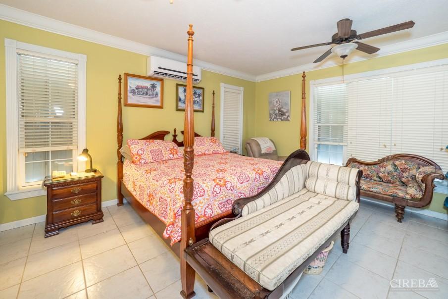 CAYMAN BRAC GUEST HOUSE PLUS BEACH FRONT LOT - Image 11