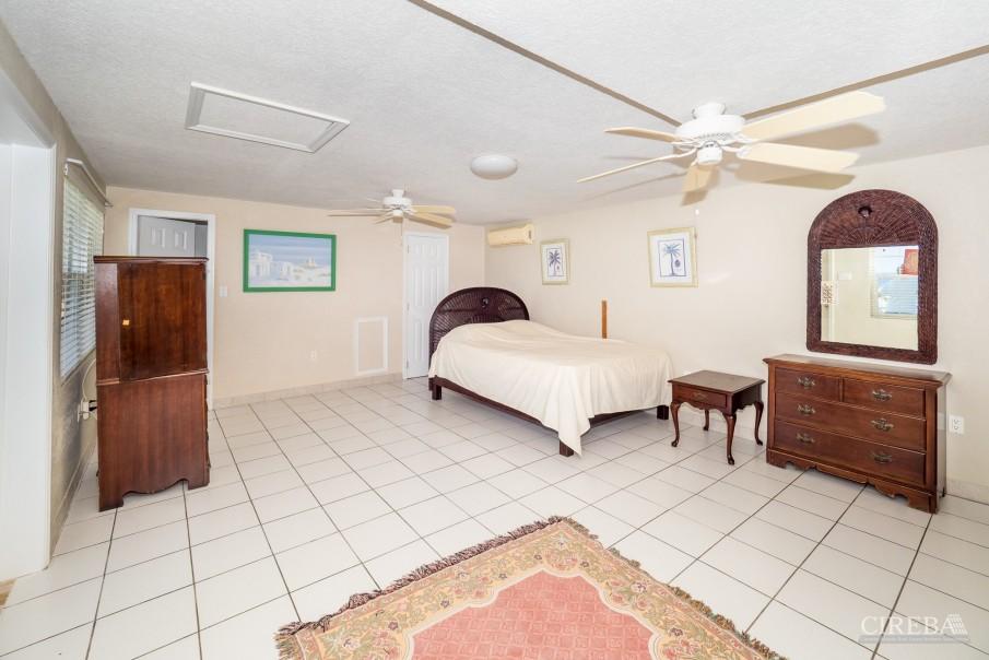 CAYMAN BRAC GUEST HOUSE PLUS BEACH FRONT LOT - Image 23