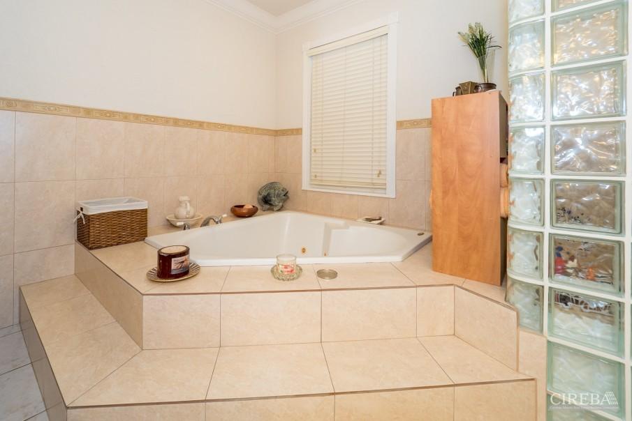 CAYMAN BRAC GUEST HOUSE PLUS BEACH FRONT LOT - Image 20