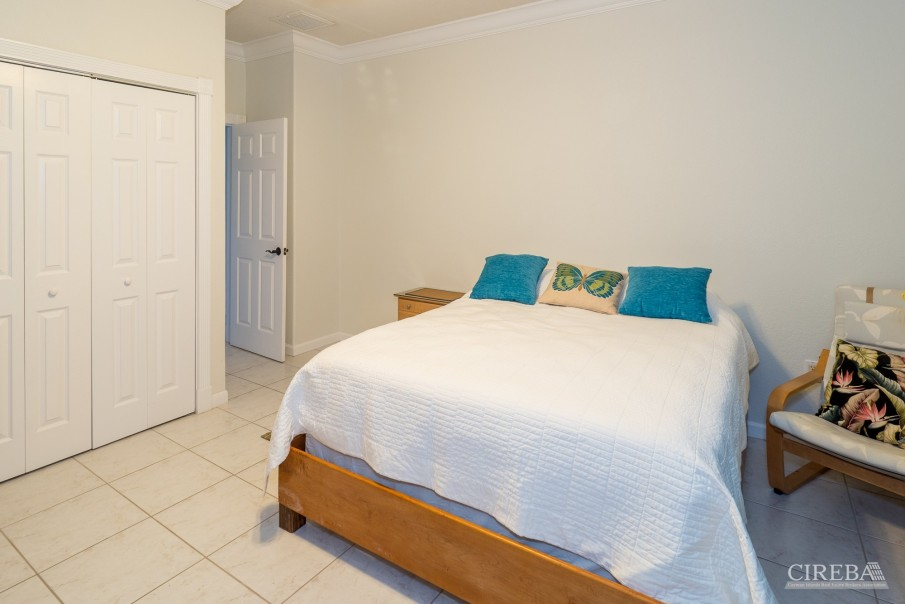 CAYMAN BRAC GUEST HOUSE WITH BEACH LOT! - Image 17