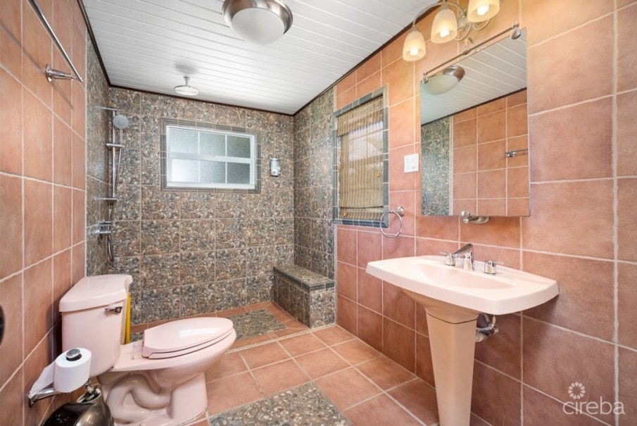 WEST BAY HOME INVESTMENT/ W APARTMENT/W POOL - Image 22